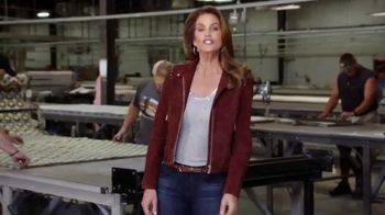 Rooms to Go Cindy Crawford Home TV Spot, 'The Heart' Feat. Cindy Crawford - Thumbnail 3