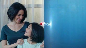 Crest TV Spot, 'Piedra, papel o tijera' [Spanish] - Thumbnail 9
