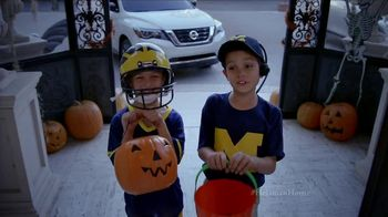 Nissan TV Spot, 'Heisman House: Trick or Treat' Featuring Eddie George [T1] - Thumbnail 3
