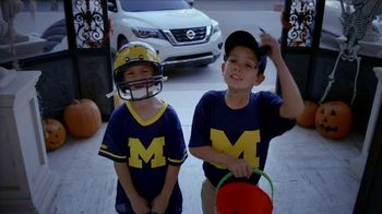 Nissan TV Spot, 'Heisman House: Trick or Treat' Featuring Eddie George [T1] - Thumbnail 6
