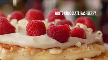 Denny's Holiday Pancake Flavors TV Spot, 'Panqueques festivos' [Spanish] - Thumbnail 3