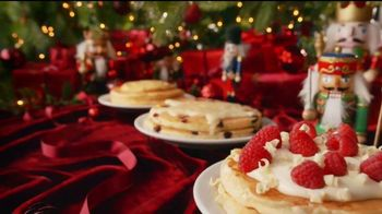 Denny's Holiday Pancake Flavors TV Spot, 'Panqueques festivos' [Spanish] - Thumbnail 4