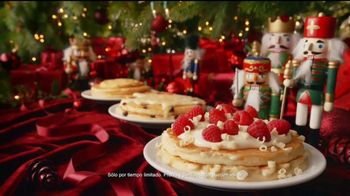 Denny's Holiday Pancake Flavors TV Spot, 'Panqueques festivos' [Spanish]