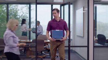 Ultra Downy TV Spot, 'A medio lavar: oficina' [Spanish] - Thumbnail 10