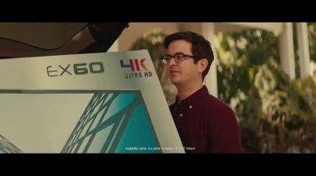 Fios Gigabit Connection TV Spot, 'Good Neighbor: 4K TV' Ft. Gaten Matarazzo - Thumbnail 3