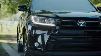2018 Toyota Highlander TV Spot, 'Pick Up' Song by L Pro - Thumbnail 7