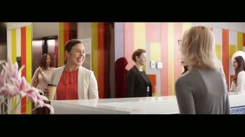 Wells Fargo TV Spot, 'Elevator' [Spanish] - Thumbnail 9
