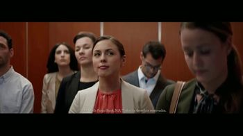 Wells Fargo TV Spot, 'Elevator' [Spanish] - Thumbnail 4