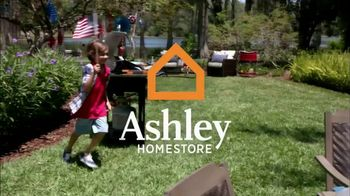 Ashley HomeStore Stars & Stripes One Day Sale TV Spot, 'Sofas & Queen Beds' - Thumbnail 1