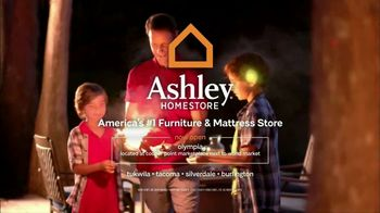 Ashley HomeStore Stars & Stripes One Day Sale TV Spot, 'Sofas & Queen Beds' - Thumbnail 8