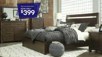 Ashley HomeStore Stars & Stripes One Day Sale TV Spot, 'Sofas & Queen Beds' - Thumbnail 4