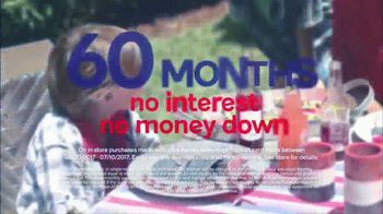 Ashley HomeStore Stars & Stripes One Day Sale TV Spot, 'Sofas & Queen Beds' - Thumbnail 5