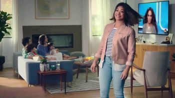 AT&T Unlimited Plus TV Spot, 'Habitaciones' con Gina Rodriguez [Spanish] - Thumbnail 2