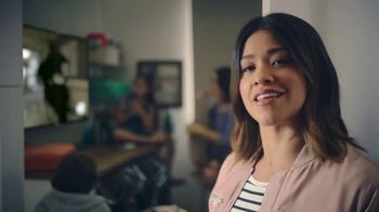 AT&T Unlimited Plus TV Spot, 'Habitaciones' con Gina Rodriguez [Spanish] - Thumbnail 4