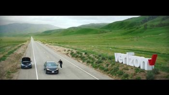 Verizon TV Spot, 'Roadside Rescue: Google Pixel' Feat. Thomas Middleditch - Thumbnail 9