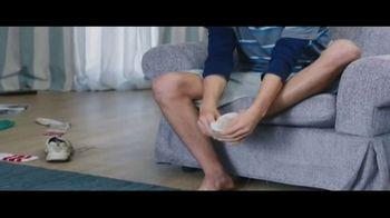Febreze Unstoppables TV Spot, 'Nose Blind: Bedroom' - Thumbnail 2