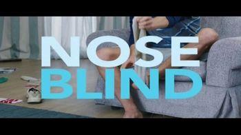 Febreze Unstoppables TV Spot, 'Nose Blind: Bedroom' - Thumbnail 3