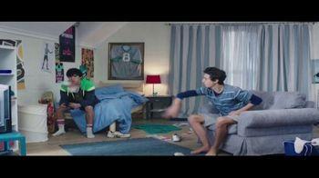 Febreze Unstoppables TV Spot, 'Nose Blind: Bedroom' - Thumbnail 4