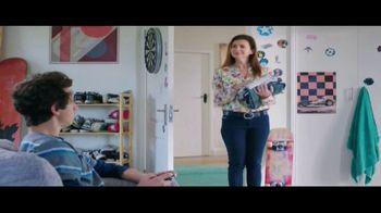 Febreze Unstoppables TV Spot, 'Nose Blind: Bedroom' - Thumbnail 7