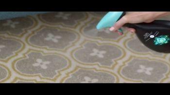 Febreze Unstoppables TV Spot, 'Nose Blind: Bedroom' - Thumbnail 9