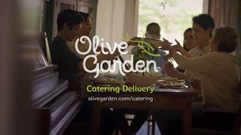 Olive Garden Catering Delivery TV Spot, 'Just a Fork' - Thumbnail 10