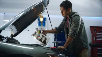 Valvoline Full Synthetic Advanced Motor Oil TV Spot, 'Easy Pour' - Thumbnail 6