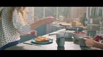 Baileys Irish Cream TV Spot, 'A La French Toast' - Thumbnail 4