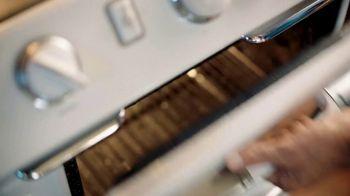 On-Cor Frozen Foods Gravy & 6 Salisbury Steaks TV Spot, 'Laundry Day' - Thumbnail 2