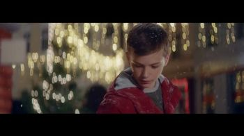 Coca-Cola TV Spot, 'A Coke for Christmas' - Thumbnail 8