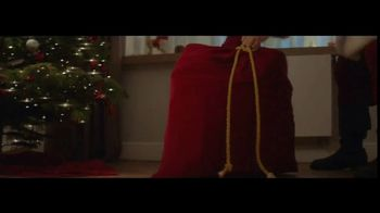 Coca-Cola TV Spot, 'A Coke for Christmas' - Thumbnail 9