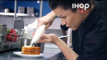 IHOP Cheesecake Stuffed French Toast TV Spot, 'Nuevo' [Spanish]