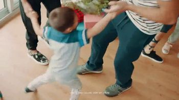 Payless Shoe Source TV Spot, 'Holiday Family Footwear' - Thumbnail 5