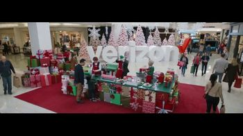 Verizon TV Spot, 'Wrapping Paper: Pixel 2' Ft. Thomas Middleditch - Thumbnail 2