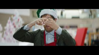 Verizon TV Spot, 'Wrapping Paper: Pixel 2' Ft. Thomas Middleditch - Thumbnail 7