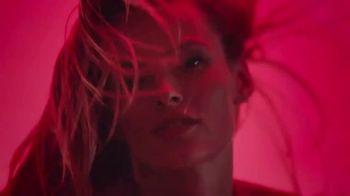 Michael Kors Sexy Ruby Fragrances TV Spot, 'Set de fiestas' [Spanish] - Thumbnail 4