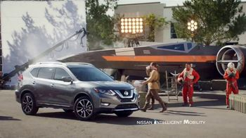 2018 Nissan Rogue TV Spot, 'Star Wars: The Last Jedi: Droid' Feat. Kal Penn [T1] - Thumbnail 9
