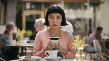 Google Pixel 2 TV Spot, 'Pide más de tu teléfono' [Spanish] - Thumbnail 6