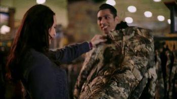 Cabela's Christmas Sale TV Spot, 'Slippers, Logo Wear and Binoculars' - Thumbnail 3