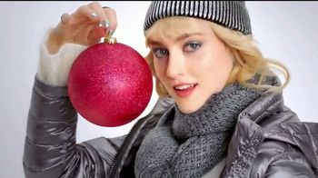 Macy's TV Spot, 'Cientes de especiales en regalos' [Spanish] - Thumbnail 3