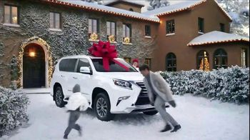 Lexus December to Remember Sales Event TV Spot, 'Whispers' [T1] - Thumbnail 7