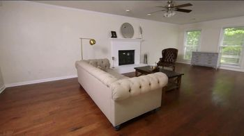 Bassett TV Spot, 'HGTV Home Design Studio: Young Professionals' - Thumbnail 1
