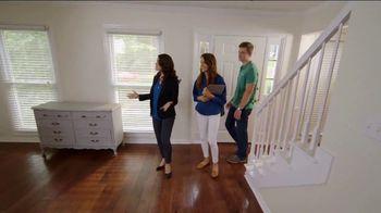 Bassett TV Spot, 'HGTV Home Design Studio: Young Professionals' - Thumbnail 2