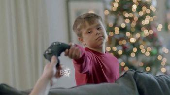 Kay Jewelers TV Spot, 'Holiday Tackle' - Thumbnail 8