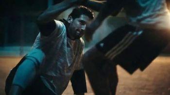 Modelo TV Spot, 'Luchando por el juego bonito' con Omar Gonzalez [Spanish] - Thumbnail 3
