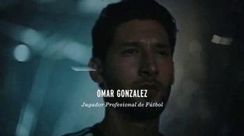 Modelo TV Spot, 'Luchando por el juego bonito' con Omar Gonzalez [Spanish] - Thumbnail 4
