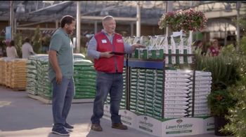 Lowe's Go Fourth Holiday Savings Event TV Spot, 'Growing Like Weeds: Mulch' - Thumbnail 4