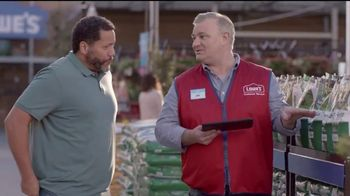 Lowe's Go Fourth Holiday Savings Event TV Spot, 'Growing Like Weeds: Mulch' - Thumbnail 5