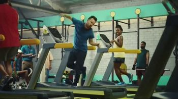 Vitaminwater TV Spot, 'Drink Outside the Lines' Featuring Aaron Paul - Thumbnail 5