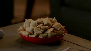 Totino's Pepperoni Pizza Rolls TV Spot, 'Staying In: Pizza Sticks' - Thumbnail 6