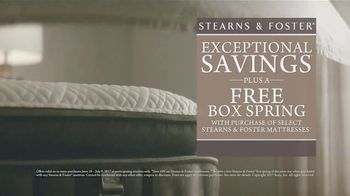 Stearns & Foster July 4th Mattress Savings Event TV Spot, 'Stitching' - Thumbnail 6